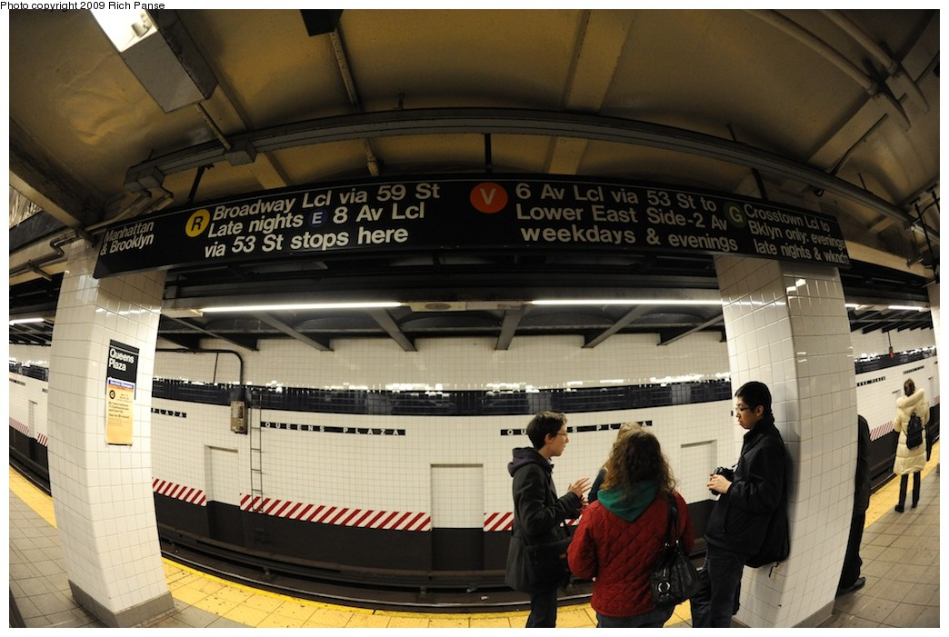 (183k, 1044x701)<br><b>Country:</b> United States<br><b>City:</b> New York<br><b>System:</b> New York City Transit<br><b>Line:</b> IND Queens Boulevard Line<br><b>Location:</b> Queens Plaza <br><b>Photo by:</b> Richard Panse<br><b>Date:</b> 12/13/2009<br><b>Viewed (this week/total):</b> 1 / 513