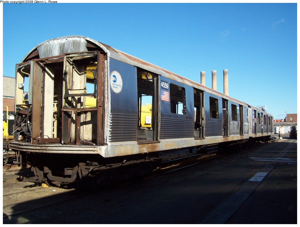 (206k, 1044x788)<br><b>Country:</b> United States<br><b>City:</b> New York<br><b>System:</b> New York City Transit<br><b>Location:</b> 207th Street Yard<br><b>Car:</b> R-42 (St. Louis, 1969-1970)  4559 <br><b>Photo by:</b> Glenn L. Rowe<br><b>Date:</b> 12/17/2009<br><b>Notes:</b> Scrap<br><b>Viewed (this week/total):</b> 0 / 750
