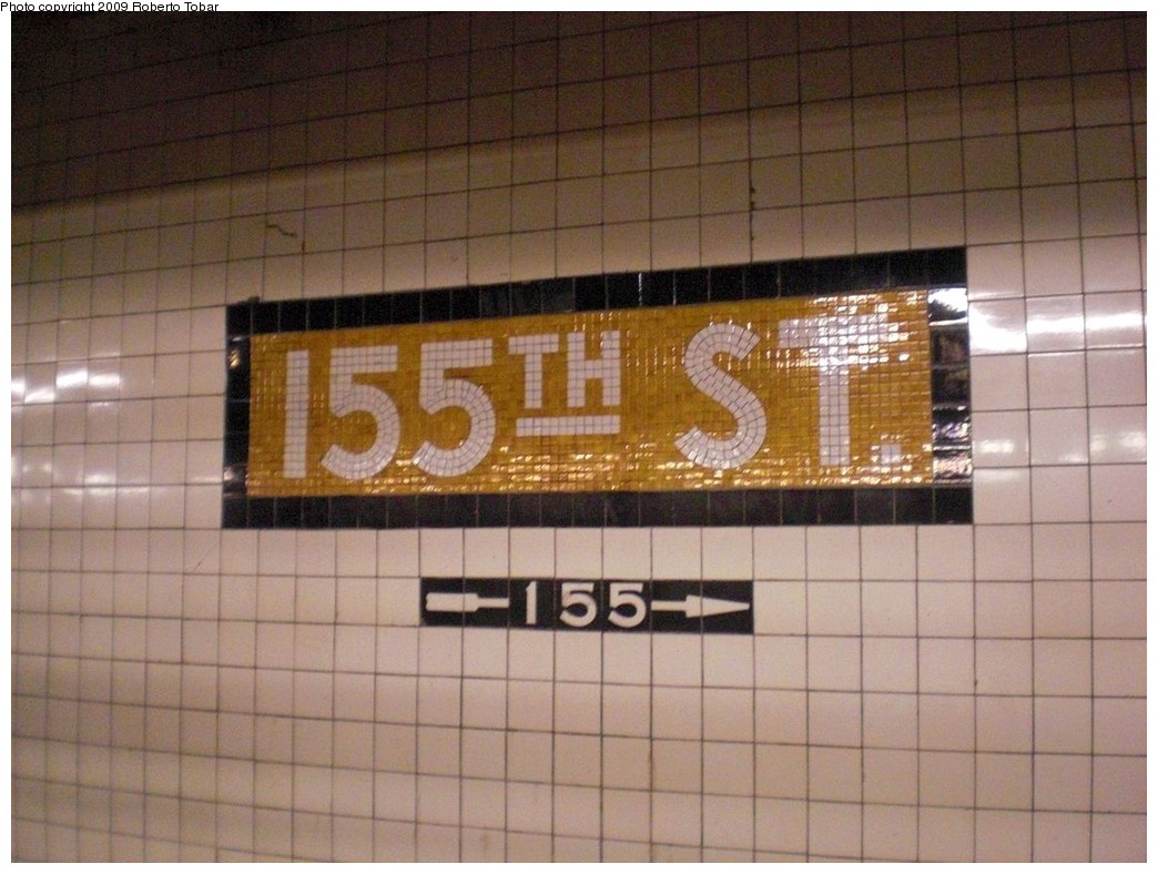 (229k, 1044x788)<br><b>Country:</b> United States<br><b>City:</b> New York<br><b>System:</b> New York City Transit<br><b>Line:</b> IND 8th Avenue Line<br><b>Location:</b> 155th Street <br><b>Photo by:</b> Roberto C. Tobar<br><b>Date:</b> 12/19/2009<br><b>Viewed (this week/total):</b> 5 / 655