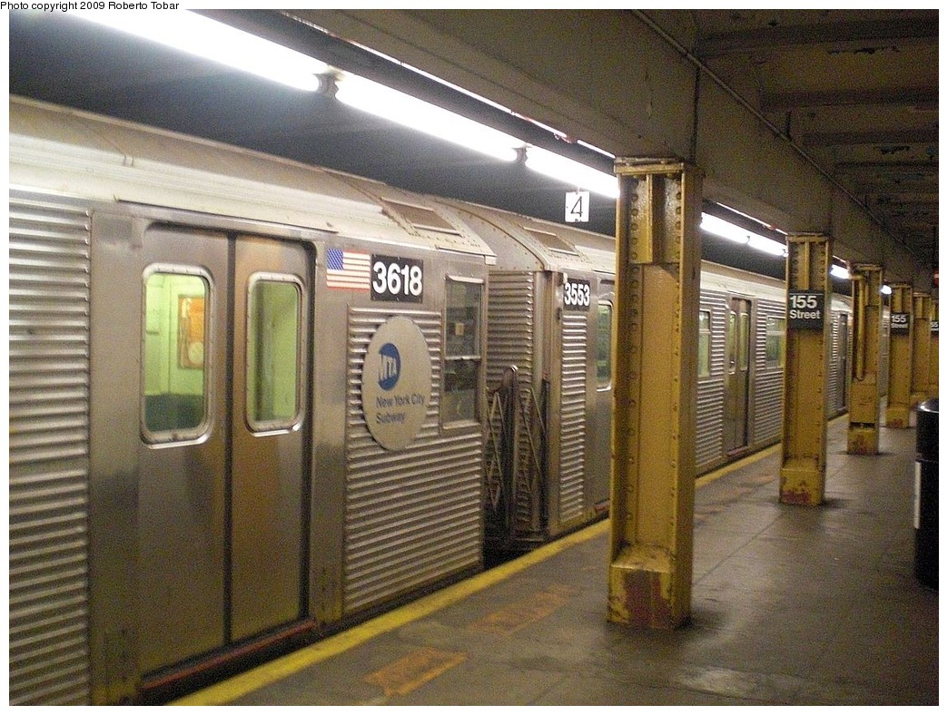 (312k, 1044x788)<br><b>Country:</b> United States<br><b>City:</b> New York<br><b>System:</b> New York City Transit<br><b>Line:</b> IND 8th Avenue Line<br><b>Location:</b> 155th Street <br><b>Route:</b> C<br><b>Car:</b> R-32 (Budd, 1964)  3553 <br><b>Photo by:</b> Roberto C. Tobar<br><b>Date:</b> 12/19/2009<br><b>Viewed (this week/total):</b> 6 / 545