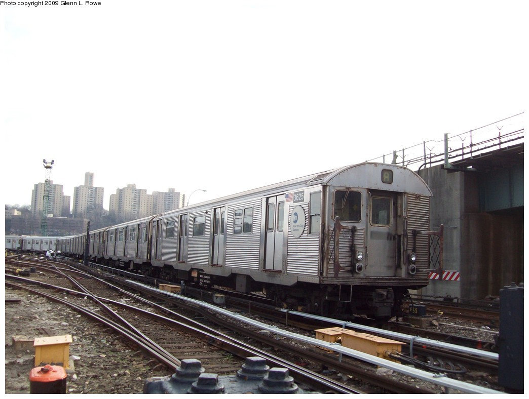 (179k, 1044x788)<br><b>Country:</b> United States<br><b>City:</b> New York<br><b>System:</b> New York City Transit<br><b>Location:</b> 207th Street Yard<br><b>Car:</b> R-32 (Budd, 1964)  3625 <br><b>Photo by:</b> Glenn L. Rowe<br><b>Date:</b> 12/7/2009<br><b>Viewed (this week/total):</b> 1 / 531