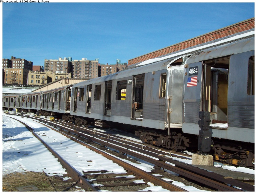 (249k, 1044x788)<br><b>Country:</b> United States<br><b>City:</b> New York<br><b>System:</b> New York City Transit<br><b>Location:</b> 207th Street Yard<br><b>Car:</b> R-42 (St. Louis, 1969-1970)  4727 <br><b>Photo by:</b> Glenn L. Rowe<br><b>Date:</b> 12/22/2009<br><b>Notes:</b> Scrap<br><b>Viewed (this week/total):</b> 1 / 414
