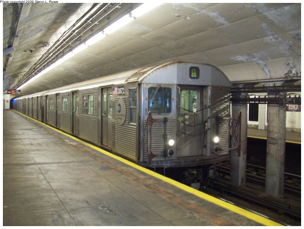 (196k, 1044x788)<br><b>Country:</b> United States<br><b>City:</b> New York<br><b>System:</b> New York City Transit<br><b>Line:</b> IND 8th Avenue Line<br><b>Location:</b> 190th Street/Overlook Terrace <br><b>Route:</b> A<br><b>Car:</b> R-32 (Budd, 1964)  3872 <br><b>Photo by:</b> Glenn L. Rowe<br><b>Date:</b> 12/23/2009<br><b>Viewed (this week/total):</b> 2 / 547