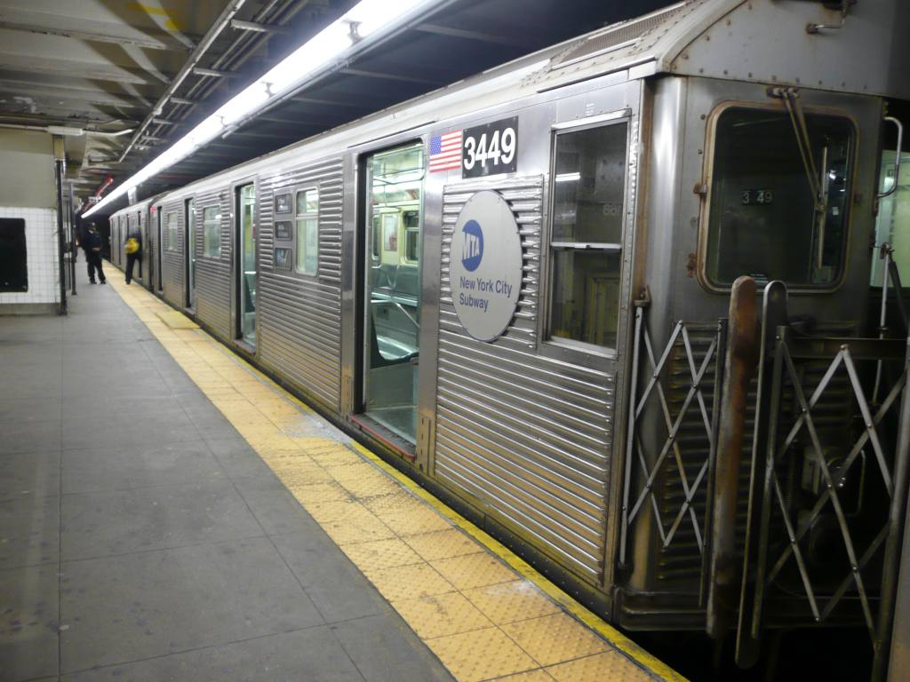 (129k, 1024x768)<br><b>Country:</b> United States<br><b>City:</b> New York<br><b>System:</b> New York City Transit<br><b>Line:</b> IND 8th Avenue Line<br><b>Location:</b> 168th Street <br><b>Route:</b> A<br><b>Car:</b> R-32 (Budd, 1964)  3449 <br><b>Photo by:</b> Robbie Rosenfeld<br><b>Date:</b> 12/17/2009<br><b>Viewed (this week/total):</b> 0 / 875