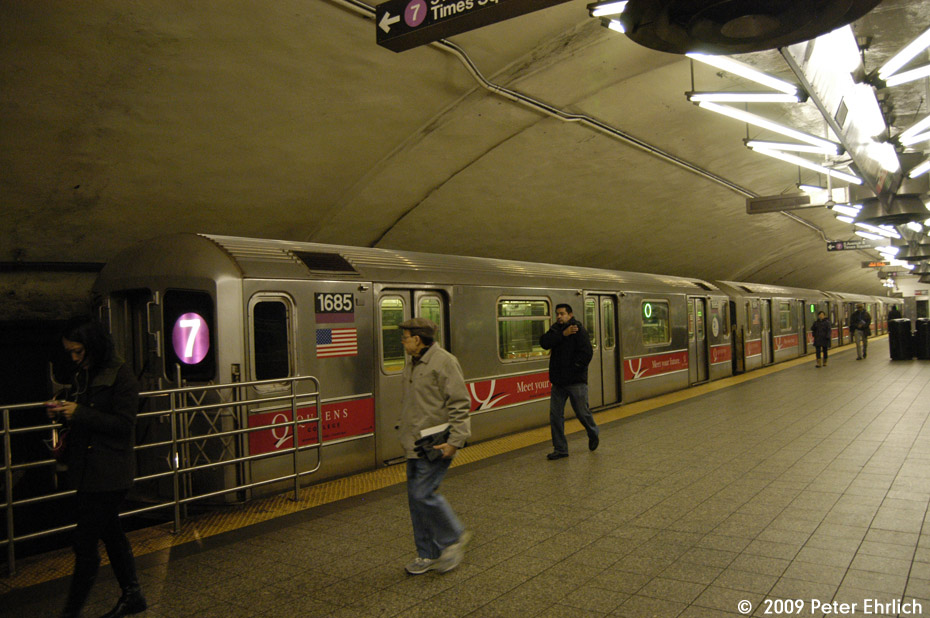 (179k, 930x618)<br><b>Country:</b> United States<br><b>City:</b> New York<br><b>System:</b> New York City Transit<br><b>Line:</b> IRT Flushing Line<br><b>Location:</b> Grand Central <br><b>Car:</b> R-62A (Bombardier, 1984-1987)  1685 <br><b>Photo by:</b> Peter Ehrlich<br><b>Date:</b> 12/6/2009<br><b>Notes:</b> Inbound<br><b>Viewed (this week/total):</b> 1 / 1213