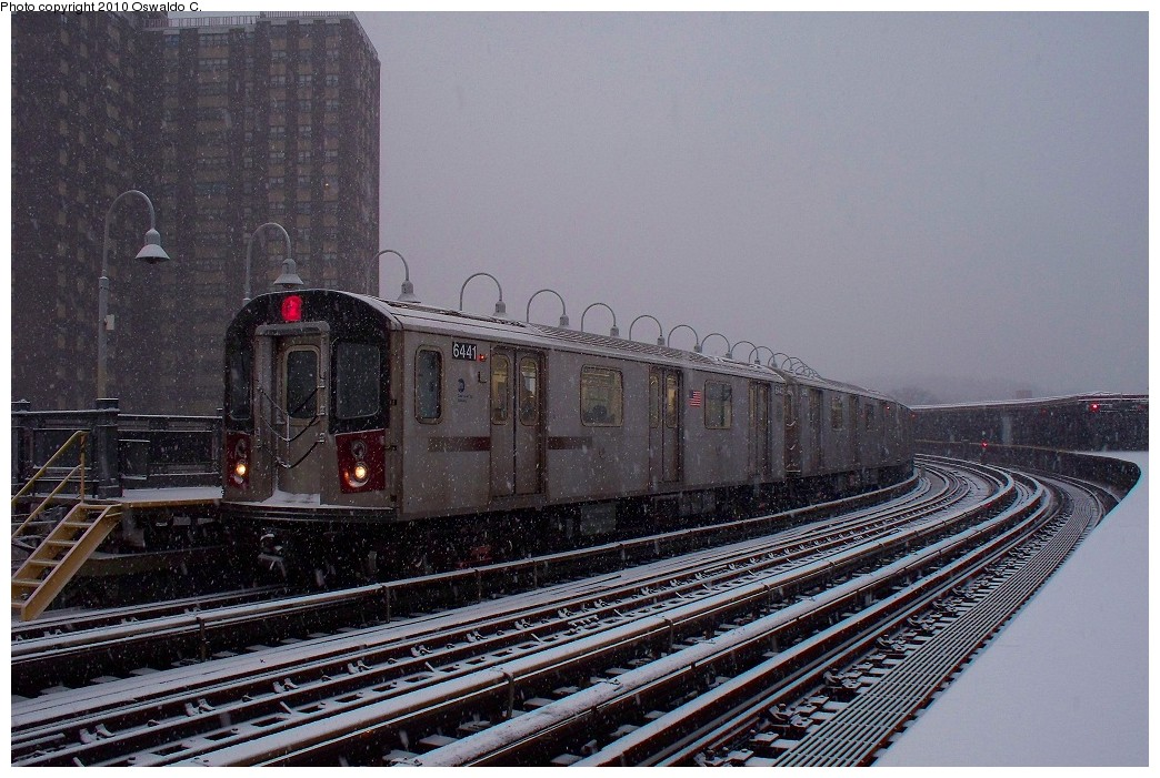 (244k, 1044x701)<br><b>Country:</b> United States<br><b>City:</b> New York<br><b>System:</b> New York City Transit<br><b>Line:</b> IRT White Plains Road Line<br><b>Location:</b> West Farms Sq./East Tremont Ave./177th St. <br><b>Route:</b> 2<br><b>Car:</b> R-142 (Primary Order, Bombardier, 1999-2002)  6441 <br><b>Photo by:</b> Oswaldo C.<br><b>Date:</b> 12/31/2009<br><b>Viewed (this week/total):</b> 2 / 562