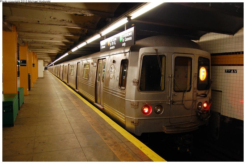 (204k, 1044x699)<br><b>Country:</b> United States<br><b>City:</b> New York<br><b>System:</b> New York City Transit<br><b>Line:</b> IND Crosstown Line<br><b>Location:</b> 7th Avenue/Park Slope <br><b>Route:</b> F<br><b>Car:</b> R-46 (Pullman-Standard, 1974-75) 5914 <br><b>Photo by:</b> Michael Hodurski<br><b>Date:</b> 12/19/2009<br><b>Viewed (this week/total):</b> 4 / 605