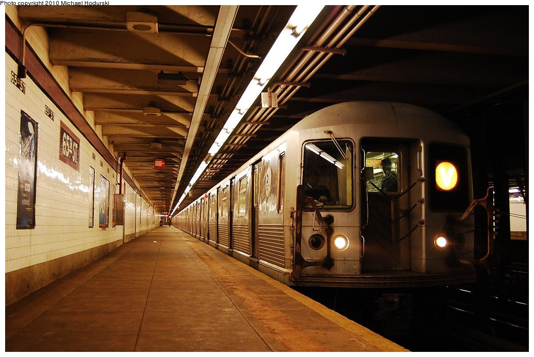 (222k, 1044x699)<br><b>Country:</b> United States<br><b>City:</b> New York<br><b>System:</b> New York City Transit<br><b>Line:</b> IND Queens Boulevard Line<br><b>Location:</b> 65th Street <br><b>Route:</b> V<br><b>Car:</b> R-42 (St. Louis, 1969-1970)  4551 <br><b>Photo by:</b> Michael Hodurski<br><b>Date:</b> 12/9/2009<br><b>Viewed (this week/total):</b> 0 / 655