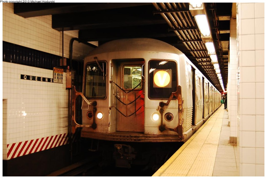 (199k, 1044x699)<br><b>Country:</b> United States<br><b>City:</b> New York<br><b>System:</b> New York City Transit<br><b>Line:</b> IND Queens Boulevard Line<br><b>Location:</b> Queens Plaza <br><b>Route:</b> V<br><b>Car:</b> R-42 (St. Louis, 1969-1970)  4551 <br><b>Photo by:</b> Michael Hodurski<br><b>Date:</b> 12/9/2009<br><b>Viewed (this week/total):</b> 1 / 1108