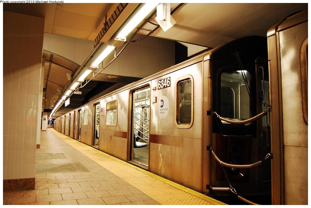 (210k, 1044x699)<br><b>Country:</b> United States<br><b>City:</b> New York<br><b>System:</b> New York City Transit<br><b>Line:</b> IRT West Side Line<br><b>Location:</b> South Ferry (New Station) <br><b>Route:</b> 2<br><b>Car:</b> R-142 (Primary Order, Bombardier, 1999-2002)  6346 <br><b>Photo by:</b> Michael Hodurski<br><b>Date:</b> 1/9/2010<br><b>Viewed (this week/total):</b> 0 / 958