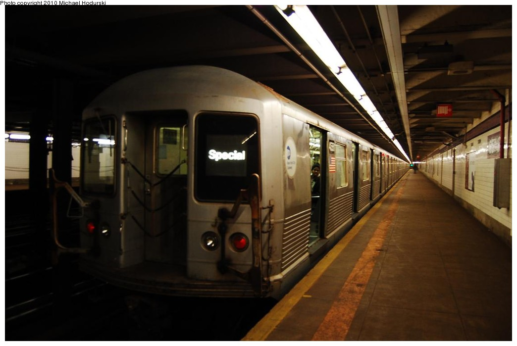 (158k, 1044x699)<br><b>Country:</b> United States<br><b>City:</b> New York<br><b>System:</b> New York City Transit<br><b>Line:</b> IND Queens Boulevard Line<br><b>Location:</b> 65th Street <br><b>Car:</b> R-42 (St. Louis, 1969-1970)  4551 <br><b>Photo by:</b> Michael Hodurski<br><b>Date:</b> 12/9/2009<br><b>Viewed (this week/total):</b> 3 / 912