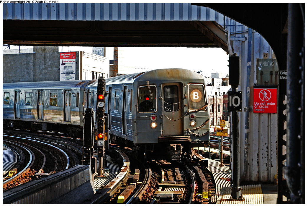 (307k, 1044x700)<br><b>Country:</b> United States<br><b>City:</b> New York<br><b>System:</b> New York City Transit<br><b>Line:</b> BMT Brighton Line<br><b>Location:</b> Brighton Beach <br><b>Route:</b> B<br><b>Car:</b> R-68A (Kawasaki, 1988-1989)  5188 <br><b>Photo by:</b> Zach Summer<br><b>Date:</b> 10/26/2009<br><b>Viewed (this week/total):</b> 0 / 855