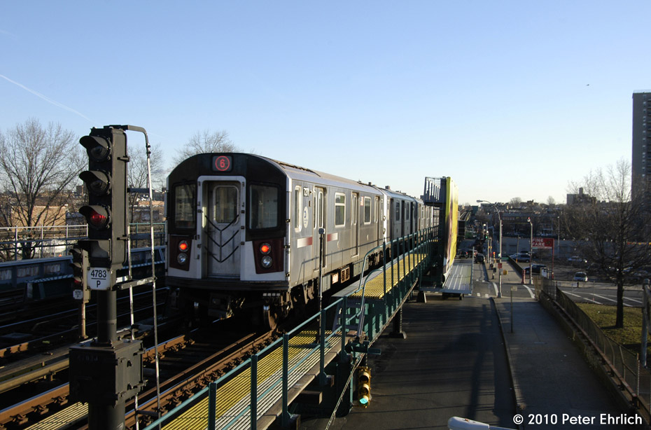 (170k, 930x614)<br><b>Country:</b> United States<br><b>City:</b> New York<br><b>System:</b> New York City Transit<br><b>Line:</b> IRT Pelham Line<br><b>Location:</b> Morrison/Soundview Aves. <br><b>Route:</b> 6<br><b>Car:</b> R-142A (Primary Order, Kawasaki, 1999-2002)  7271 <br><b>Photo by:</b> Peter Ehrlich<br><b>Date:</b> 1/6/2010<br><b>Notes:</b> Outbound. Trailing view.<br><b>Viewed (this week/total):</b> 1 / 414