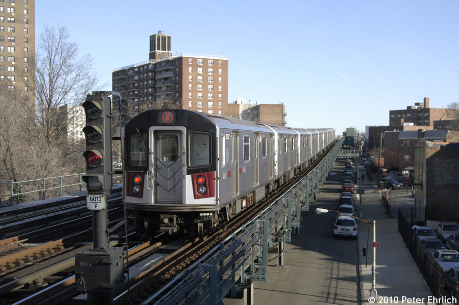 (186k, 930x618)<br><b>Country:</b> United States<br><b>City:</b> New York<br><b>System:</b> New York City Transit<br><b>Line:</b> IRT Pelham Line<br><b>Location:</b> Middletown Road <br><b>Route:</b> 6<br><b>Car:</b> R-142A (Primary Order, Kawasaki, 1999-2002)  7335 <br><b>Photo by:</b> Peter Ehrlich<br><b>Date:</b> 1/6/2010<br><b>Notes:</b> Outbound<br><b>Viewed (this week/total):</b> 1 / 614