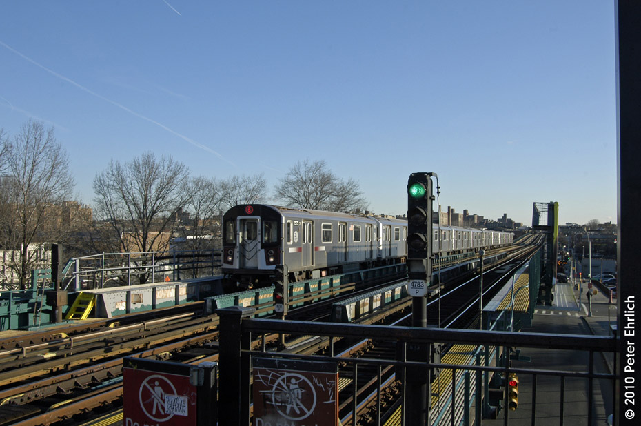 (179k, 930x618)<br><b>Country:</b> United States<br><b>City:</b> New York<br><b>System:</b> New York City Transit<br><b>Line:</b> IRT Pelham Line<br><b>Location:</b> Morrison/Soundview Aves. <br><b>Route:</b> 6<br><b>Car:</b> R-142A (Primary Order, Kawasaki, 1999-2002)  7575 <br><b>Photo by:</b> Peter Ehrlich<br><b>Date:</b> 1/6/2010<br><b>Notes:</b> Inbound local.<br><b>Viewed (this week/total):</b> 2 / 860