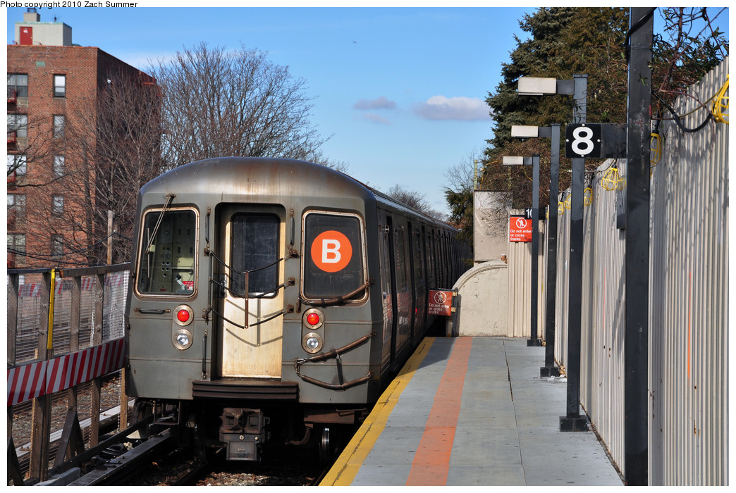 (305k, 1044x700)<br><b>Country:</b> United States<br><b>City:</b> New York<br><b>System:</b> New York City Transit<br><b>Line:</b> BMT Brighton Line<br><b>Location:</b> Neck Road <br><b>Route:</b> B<br><b>Car:</b> R-68A (Kawasaki, 1988-1989)  5072 <br><b>Photo by:</b> Zach Summer<br><b>Date:</b> 1/7/2010<br><b>Viewed (this week/total):</b> 1 / 1014