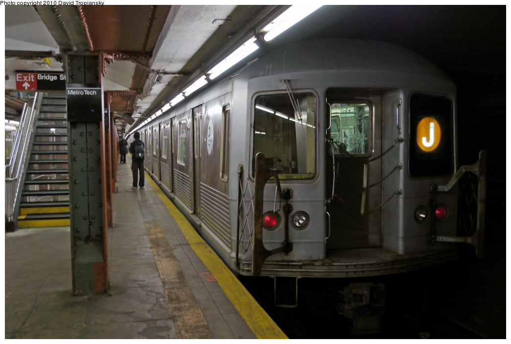(199k, 1044x703)<br><b>Country:</b> United States<br><b>City:</b> New York<br><b>System:</b> New York City Transit<br><b>Line:</b> BMT Broadway Line<br><b>Location:</b> Jay St./Metrotech (Lawrence St.) <br><b>Route:</b> J<br><b>Car:</b> R-42 (St. Louis, 1969-1970)  4810 <br><b>Photo by:</b> David Tropiansky<br><b>Date:</b> 1/16/2010<br><b>Viewed (this week/total):</b> 2 / 1054