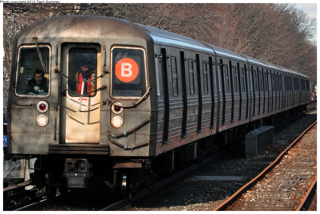 (294k, 1044x700)<br><b>Country:</b> United States<br><b>City:</b> New York<br><b>System:</b> New York City Transit<br><b>Line:</b> BMT Brighton Line<br><b>Location:</b> Kings Highway <br><b>Route:</b> B<br><b>Car:</b> R-68 (Westinghouse-Amrail, 1986-1988)  2806 <br><b>Photo by:</b> Zach Summer<br><b>Date:</b> 1/7/2010<br><b>Viewed (this week/total):</b> 1 / 825