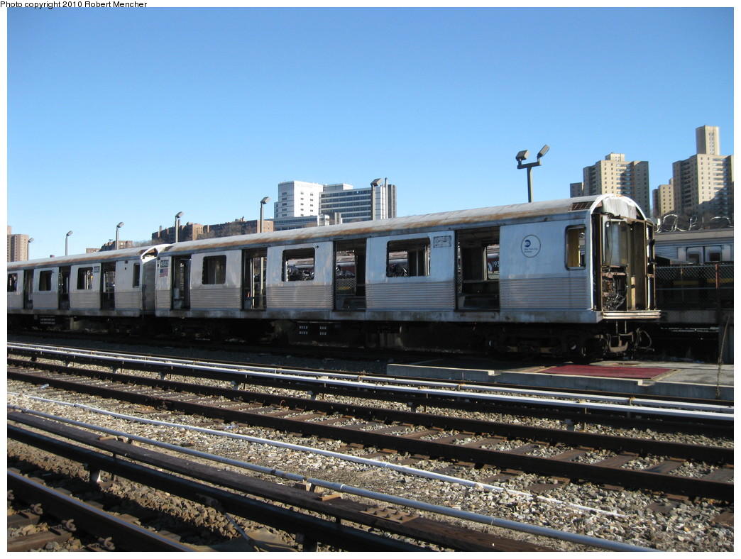 (240k, 1044x788)<br><b>Country:</b> United States<br><b>City:</b> New York<br><b>System:</b> New York City Transit<br><b>Location:</b> 207th Street Yard<br><b>Car:</b> R-42 (St. Louis, 1969-1970)  4582 <br><b>Photo by:</b> Robert Mencher<br><b>Date:</b> 1/18/2010<br><b>Notes:</b> Scrap<br><b>Viewed (this week/total):</b> 0 / 190