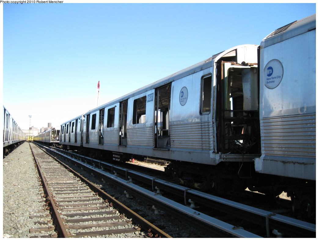 (208k, 1044x788)<br><b>Country:</b> United States<br><b>City:</b> New York<br><b>System:</b> New York City Transit<br><b>Location:</b> 207th Street Yard<br><b>Car:</b> R-42 (St. Louis, 1969-1970)  4637 <br><b>Photo by:</b> Robert Mencher<br><b>Date:</b> 1/18/2010<br><b>Notes:</b> Scrap<br><b>Viewed (this week/total):</b> 0 / 397