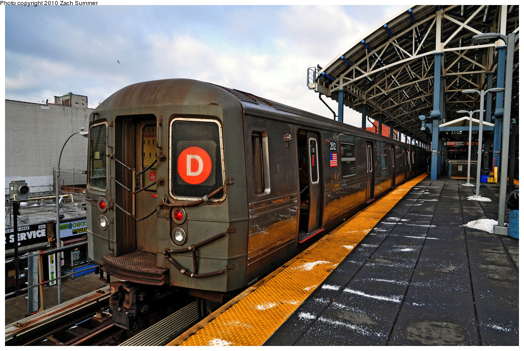 (314k, 1044x700)<br><b>Country:</b> United States<br><b>City:</b> New York<br><b>System:</b> New York City Transit<br><b>Location:</b> Coney Island/Stillwell Avenue<br><b>Route:</b> D<br><b>Car:</b> R-68 (Westinghouse-Amrail, 1986-1988)  2512 <br><b>Photo by:</b> Zach Summer<br><b>Date:</b> 1/8/2010<br><b>Viewed (this week/total):</b> 0 / 582