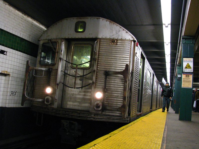 (107k, 800x600)<br><b>Country:</b> United States<br><b>City:</b> New York<br><b>System:</b> New York City Transit<br><b>Line:</b> IND 8th Avenue Line<br><b>Location:</b> West 4th Street/Washington Square <br><b>Route:</b> C<br><b>Car:</b> R-32 (Budd, 1964)   <br><b>Photo by:</b> Bill E.<br><b>Date:</b> 12/27/2009<br><b>Viewed (this week/total):</b> 3 / 600