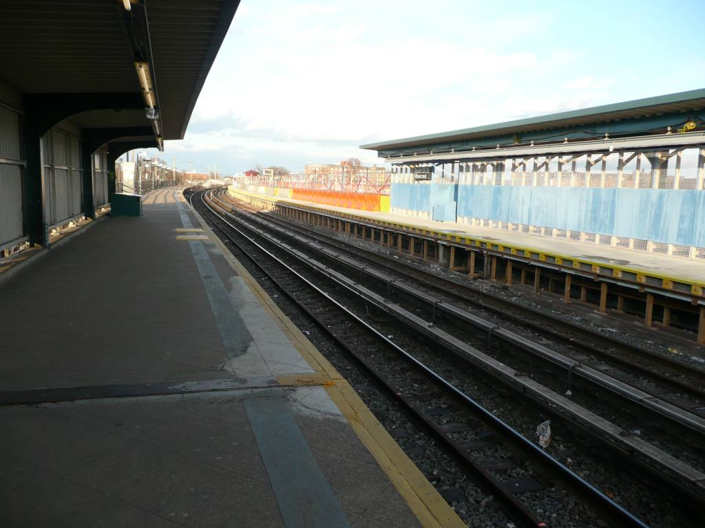 (113k, 1024x768)<br><b>Country:</b> United States<br><b>City:</b> New York<br><b>System:</b> New York City Transit<br><b>Line:</b> IND Rockaway<br><b>Location:</b> Beach 25th Street/Wavecrest <br><b>Photo by:</b> Robbie Rosenfeld<br><b>Date:</b> 1/26/2010<br><b>Notes:</b> Platform view.<br><b>Viewed (this week/total):</b> 1 / 726