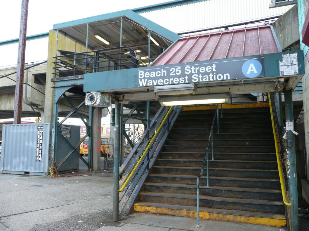 (131k, 1024x768)<br><b>Country:</b> United States<br><b>City:</b> New York<br><b>System:</b> New York City Transit<br><b>Line:</b> IND Rockaway<br><b>Location:</b> Beach 25th Street/Wavecrest <br><b>Photo by:</b> Robbie Rosenfeld<br><b>Date:</b> 1/26/2010<br><b>Notes:</b> Station entrance.<br><b>Viewed (this week/total):</b> 0 / 1156