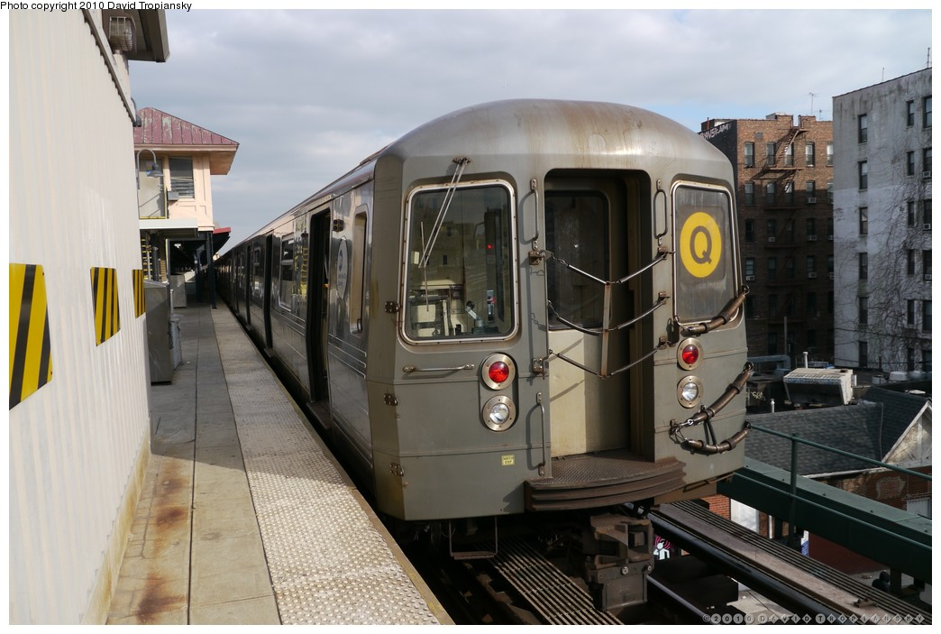(184k, 1044x703)<br><b>Country:</b> United States<br><b>City:</b> New York<br><b>System:</b> New York City Transit<br><b>Line:</b> BMT Brighton Line<br><b>Location:</b> Brighton Beach <br><b>Route:</b> Q<br><b>Car:</b> R-68A (Kawasaki, 1988-1989)  5172 <br><b>Photo by:</b> David Tropiansky<br><b>Date:</b> 1/27/2010<br><b>Viewed (this week/total):</b> 0 / 479