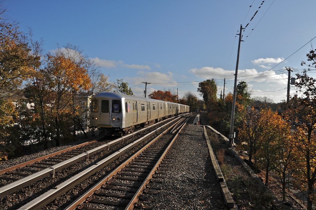 (335k, 1024x681)<br><b>Country:</b> United States<br><b>City:</b> New York<br><b>System:</b> New York City Transit<br><b>Line:</b> SIRT<br><b>Location:</b> Pleasant Plains <br><b>Car:</b> R-44 SIRT (St. Louis, 1971-1973) 398 <br><b>Photo by:</b> Richard Panse<br><b>Date:</b> 10/30/2009<br><b>Viewed (this week/total):</b> 2 / 610