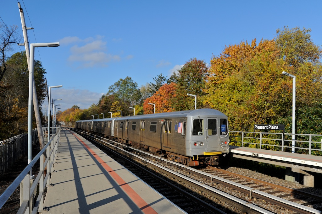 (325k, 1024x682)<br><b>Country:</b> United States<br><b>City:</b> New York<br><b>System:</b> New York City Transit<br><b>Line:</b> SIRT<br><b>Location:</b> Pleasant Plains <br><b>Car:</b> R-44 SIRT (St. Louis, 1971-1973) 396 <br><b>Photo by:</b> Richard Panse<br><b>Date:</b> 10/30/2009<br><b>Viewed (this week/total):</b> 2 / 844