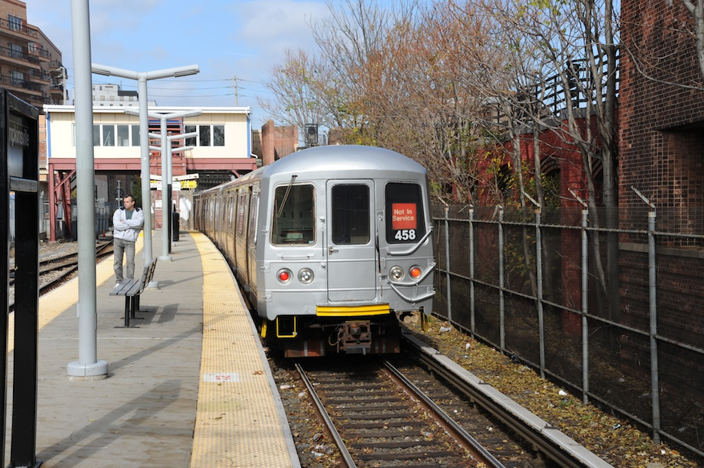 (322k, 1024x681)<br><b>Country:</b> United States<br><b>City:</b> New York<br><b>System:</b> New York City Transit<br><b>Line:</b> SIRT<br><b>Location:</b> Tompkinsville <br><b>Car:</b> R-44 SIRT (St. Louis, 1971-1973) 458 <br><b>Photo by:</b> Richard Panse<br><b>Date:</b> 10/30/2009<br><b>Viewed (this week/total):</b> 1 / 1037
