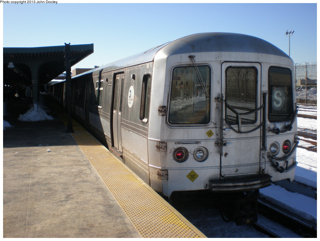 (215k, 1044x788)<br><b>Country:</b> United States<br><b>City:</b> New York<br><b>System:</b> New York City Transit<br><b>Line:</b> IND Rockaway<br><b>Location:</b> Rockaway Park/Beach 116th Street <br><b>Route:</b> S<br><b>Car:</b> R-44 (St. Louis, 1971-73) 5272 <br><b>Photo by:</b> John Dooley<br><b>Date:</b> 2/12/2010<br><b>Viewed (this week/total):</b> 1 / 505