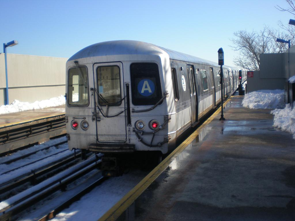 (103k, 1024x768)<br><b>Country:</b> United States<br><b>City:</b> New York<br><b>System:</b> New York City Transit<br><b>Line:</b> IND Rockaway<br><b>Location:</b> Broad Channel <br><b>Route:</b> A<br><b>Car:</b> R-44 (St. Louis, 1971-73) 5476 <br><b>Photo by:</b> John Dooley<br><b>Date:</b> 2/12/2010<br><b>Viewed (this week/total):</b> 0 / 461