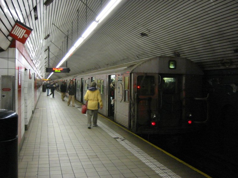 (107k, 800x600)<br><b>Country:</b> United States<br><b>City:</b> New York<br><b>System:</b> New York City Transit<br><b>Line:</b> IND Queens Boulevard Line<br><b>Location:</b> 5th Avenue/53rd Street <br><b>Route:</b> E<br><b>Car:</b> R-32 (Budd, 1964)  3782 <br><b>Photo by:</b> Brian Weinberg<br><b>Date:</b> 4/1/2005<br><b>Notes:</b> Upper level<br><b>Viewed (this week/total):</b> 2 / 3647