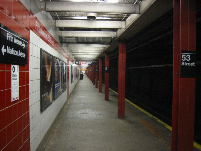 (87k, 800x600)<br><b>Country:</b> United States<br><b>City:</b> New York<br><b>System:</b> New York City Transit<br><b>Line:</b> IND Queens Boulevard Line<br><b>Location:</b> 5th Avenue/53rd Street <br><b>Photo by:</b> Brian Weinberg<br><b>Date:</b> 4/1/2005<br><b>Notes:</b> Lower level<br><b>Viewed (this week/total):</b> 0 / 2301