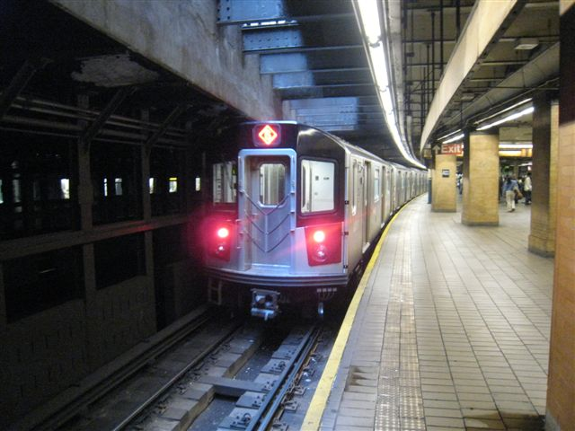 (59k, 640x480)<br><b>Country:</b> United States<br><b>City:</b> New York<br><b>System:</b> New York City Transit<br><b>Line:</b> IRT East Side Line<br><b>Location:</b> Astor Place <br><b>Photo by:</b> David Blair<br><b>Date:</b> 4/24/2007<br><b>Notes:</b> Downtown side.<br><b>Viewed (this week/total):</b> 0 / 719