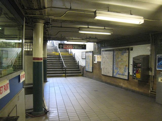 (59k, 640x480)<br><b>Country:</b> United States<br><b>City:</b> New York<br><b>System:</b> New York City Transit<br><b>Line:</b> IRT East Side Line<br><b>Location:</b> Astor Place <br><b>Photo by:</b> David Blair<br><b>Date:</b> 3/25/2009<br><b>Notes:</b> Uptown side.<br><b>Viewed (this week/total):</b> 1 / 259