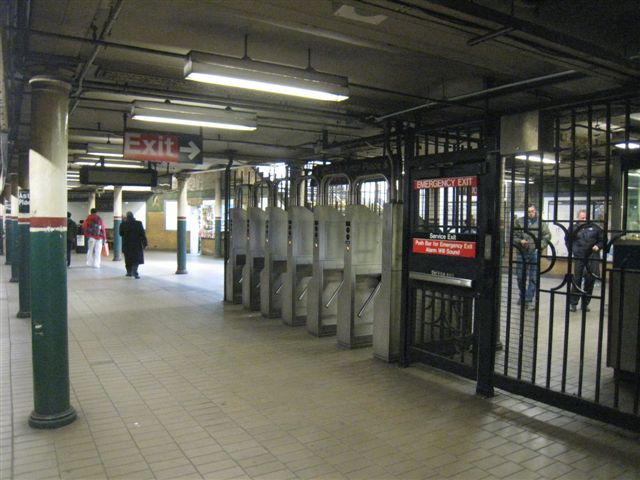 (61k, 640x480)<br><b>Country:</b> United States<br><b>City:</b> New York<br><b>System:</b> New York City Transit<br><b>Line:</b> IRT East Side Line<br><b>Location:</b> Astor Place <br><b>Photo by:</b> David Blair<br><b>Date:</b> 3/25/2009<br><b>Notes:</b> Uptown side.<br><b>Viewed (this week/total):</b> 0 / 217