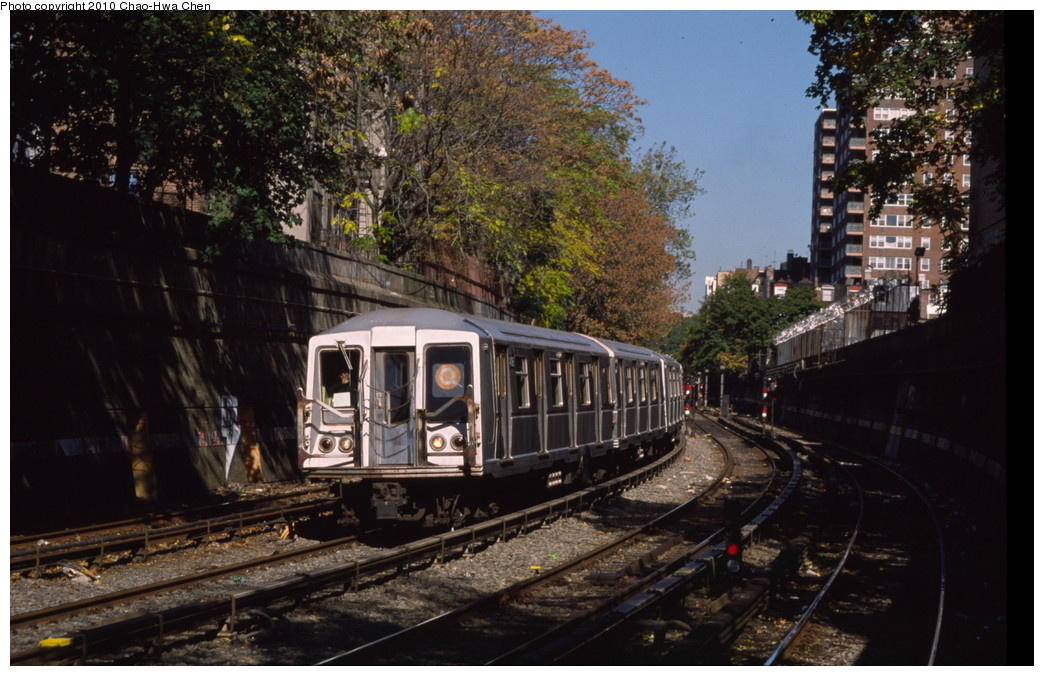 (212k, 1044x676)<br><b>Country:</b> United States<br><b>City:</b> New York<br><b>System:</b> New York City Transit<br><b>Line:</b> BMT Brighton Line<br><b>Location:</b> Parkside Avenue <br><b>Route:</b> Q<br><b>Car:</b> R-40 (St. Louis, 1968)  4196 <br><b>Photo by:</b> Chao-Hwa Chen<br><b>Date:</b> 10/20/2000<br><b>Viewed (this week/total):</b> 22 / 784