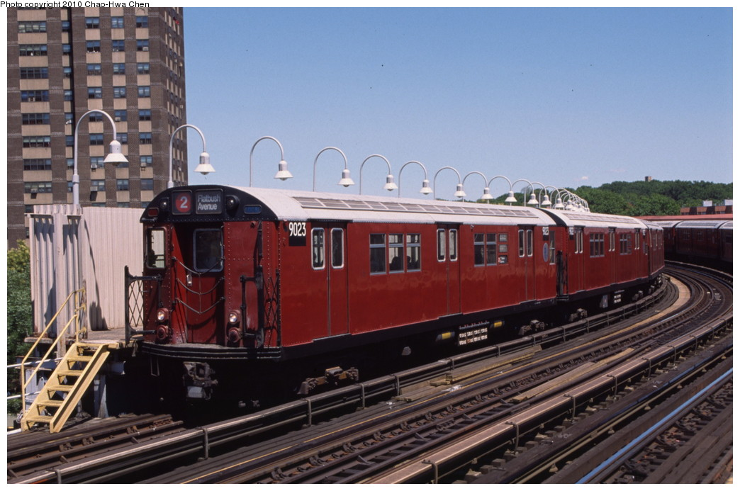 (192k, 1044x693)<br><b>Country:</b> United States<br><b>City:</b> New York<br><b>System:</b> New York City Transit<br><b>Line:</b> IRT White Plains Road Line<br><b>Location:</b> West Farms Sq./East Tremont Ave./177th St. <br><b>Route:</b> 2<br><b>Car:</b> R-33 Main Line (St. Louis, 1962-63) 9023 <br><b>Photo by:</b> Chao-Hwa Chen<br><b>Date:</b> 8/9/1999<br><b>Viewed (this week/total):</b> 2 / 743