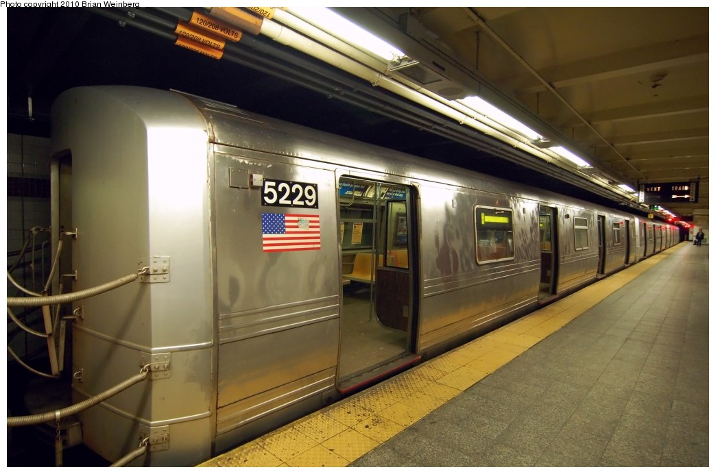 (224k, 1044x692)<br><b>Country:</b> United States<br><b>City:</b> New York<br><b>System:</b> New York City Transit<br><b>Line:</b> IND 8th Avenue Line<br><b>Location:</b> 207th Street <br><b>Route:</b> A<br><b>Car:</b> R-44 (St. Louis, 1971-73) 5229 <br><b>Photo by:</b> Brian Weinberg<br><b>Date:</b> 3/18/2010<br><b>Notes:</b> Note this car has a stainless steel belly band.<br><b>Viewed (this week/total):</b> 0 / 772