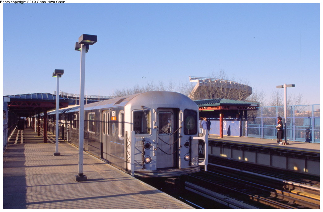 (161k, 1044x687)<br><b>Country:</b> United States<br><b>City:</b> New York<br><b>System:</b> New York City Transit<br><b>Line:</b> IRT Woodlawn Line<br><b>Location:</b> 161st Street/River Avenue (Yankee Stadium) <br><b>Route:</b> 4<br><b>Car:</b> R-62 (Kawasaki, 1983-1985)  1511 <br><b>Photo by:</b> Chao-Hwa Chen<br><b>Date:</b> 3/6/2000<br><b>Viewed (this week/total):</b> 1 / 928