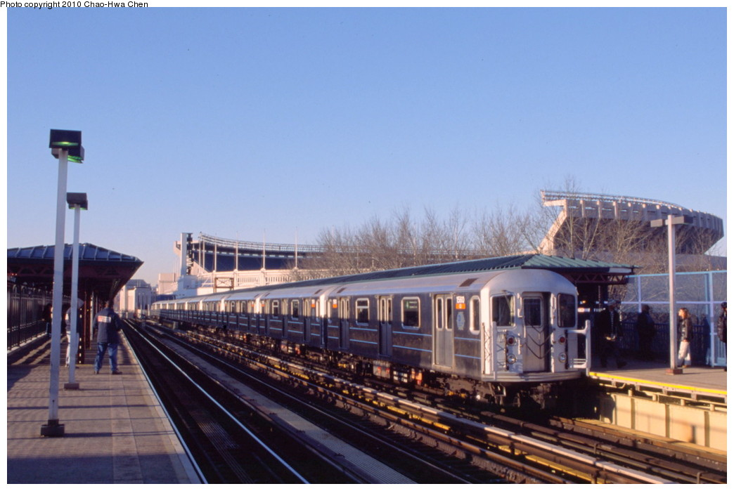 (161k, 1044x699)<br><b>Country:</b> United States<br><b>City:</b> New York<br><b>System:</b> New York City Transit<br><b>Line:</b> IRT Woodlawn Line<br><b>Location:</b> 161st Street/River Avenue (Yankee Stadium) <br><b>Route:</b> 4<br><b>Car:</b> R-62 (Kawasaki, 1983-1985)  1560 <br><b>Photo by:</b> Chao-Hwa Chen<br><b>Date:</b> 3/6/2000<br><b>Viewed (this week/total):</b> 0 / 934