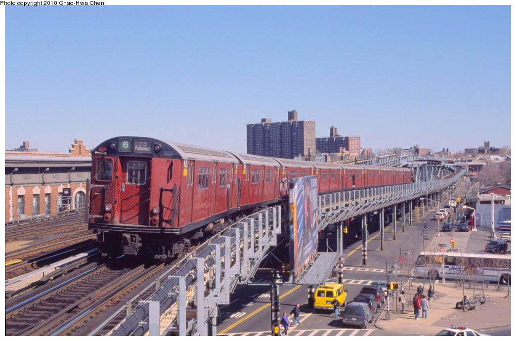(187k, 1044x690)<br><b>Country:</b> United States<br><b>City:</b> New York<br><b>System:</b> New York City Transit<br><b>Line:</b> IRT Pelham Line<br><b>Location:</b> Westchester Square <br><b>Route:</b> 6<br><b>Car:</b> R-29 (St. Louis, 1962) 8685 <br><b>Photo by:</b> Chao-Hwa Chen<br><b>Date:</b> 3/6/2000<br><b>Viewed (this week/total):</b> 6 / 1044