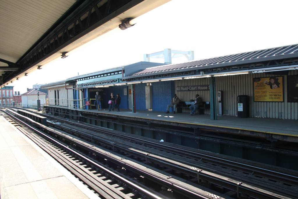 (110k, 1024x683)<br><b>Country:</b> United States<br><b>City:</b> New York<br><b>System:</b> New York City Transit<br><b>Line:</b> IRT Flushing Line<br><b>Location:</b> Court House Square/45th Road <br><b>Photo by:</b> Robbie Rosenfeld<br><b>Date:</b> 3/8/2010<br><b>Notes:</b> Transfer construction.<br><b>Viewed (this week/total):</b> 2 / 540
