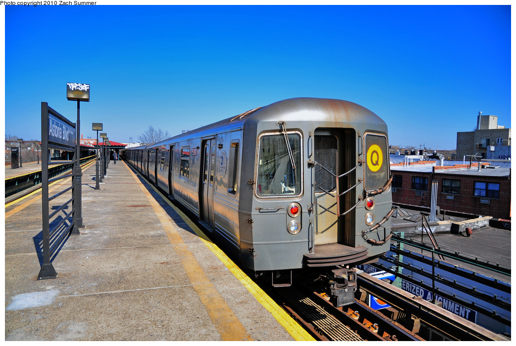 (296k, 1044x700)<br><b>Country:</b> United States<br><b>City:</b> New York<br><b>System:</b> New York City Transit<br><b>Line:</b> BMT Astoria Line<br><b>Location:</b> Astoria Boulevard/Hoyt Avenue <br><b>Route:</b> Q<br><b>Car:</b> R-68A (Kawasaki, 1988-1989)  5080 <br><b>Photo by:</b> Zach Summer<br><b>Date:</b> 3/7/2010<br><b>Notes:</b> Q Trains extended from 57 St/7 Av to Ditmars Blvd<br><b>Viewed (this week/total):</b> 2 / 571