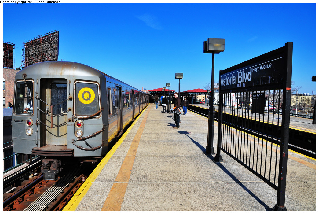 (322k, 1044x700)<br><b>Country:</b> United States<br><b>City:</b> New York<br><b>System:</b> New York City Transit<br><b>Line:</b> BMT Astoria Line<br><b>Location:</b> Astoria Boulevard/Hoyt Avenue <br><b>Route:</b> Q<br><b>Car:</b> R-68A (Kawasaki, 1988-1989)  5176 <br><b>Photo by:</b> Zach Summer<br><b>Date:</b> 3/7/2010<br><b>Notes:</b> Q Trains Extended from 57 St/7 Av to Ditmars Blvd<br><b>Viewed (this week/total):</b> 1 / 1028