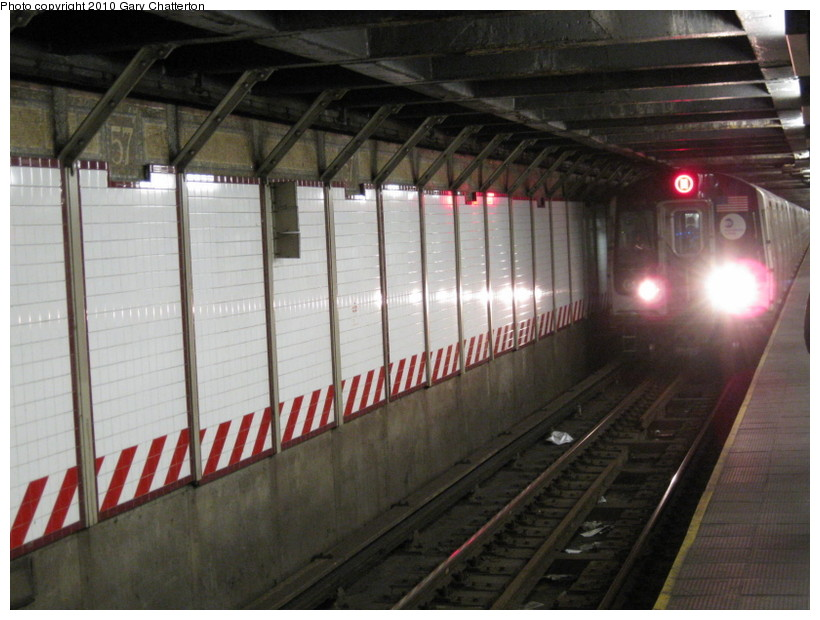 (131k, 820x620)<br><b>Country:</b> United States<br><b>City:</b> New York<br><b>System:</b> New York City Transit<br><b>Line:</b> BMT Broadway Line<br><b>Location:</b> 57th Street <br><b>Route:</b> W<br><b>Car:</b> R-160B (Kawasaki, 2005-2008)  8733 <br><b>Photo by:</b> Gary Chatterton<br><b>Date:</b> 3/19/2010<br><b>Viewed (this week/total):</b> 2 / 1230