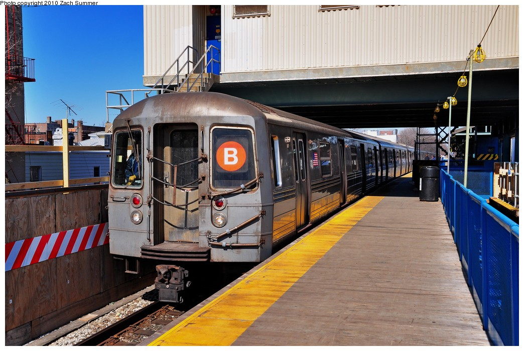 (240k, 1044x700)<br><b>Country:</b> United States<br><b>City:</b> New York<br><b>System:</b> New York City Transit<br><b>Line:</b> BMT Brighton Line<br><b>Location:</b> Kings Highway <br><b>Route:</b> B<br><b>Car:</b> R-68 (Westinghouse-Amrail, 1986-1988)  2804 <br><b>Photo by:</b> Zach Summer<br><b>Date:</b> 3/9/2010<br><b>Viewed (this week/total):</b> 0 / 525